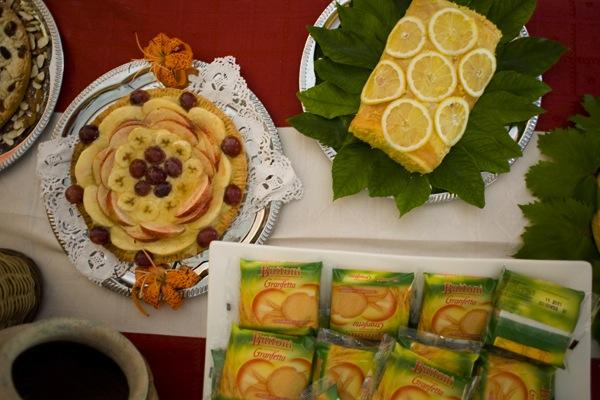 dsc_4903La colazione al B&B Nilosira è preparata giornalmente dallo chef. Ogni mattina il vostro risveglio sarà accompagnato da torte fresche fatte in casa, dolci al cucchiaio, biscotti, yogurt, succhi, oltre che alle confetture e frutta fresca del Salento.