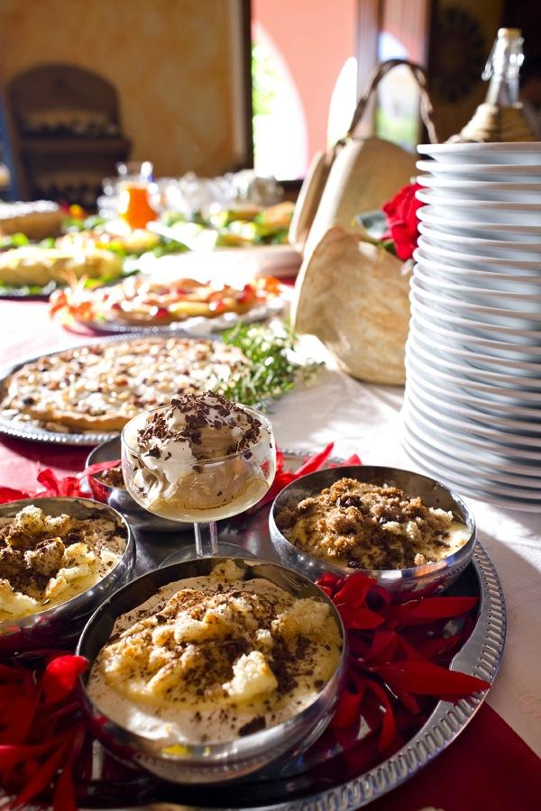 La colazione al B&B Nilosira è preparata giornalmente dallo chef. Ogni mattina il vostro risveglio sarà accompagnato da torte fresche fatte in casa, dolci al cucchiaio, biscotti, yogurt, succhi, oltre che alle confetture e frutta fresca del Salento.