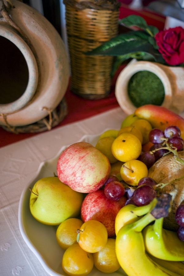 dsc_4932Dieta sana al NiloSira. La colazione al B&B Nilosira è preparata giornalmente dallo chef. Ogni mattina il vostro risveglio sarà accompagnato da torte fresche fatte in casa, dolci al cucchiaio, biscotti, yogurt, succhi, oltre che alle confetture e frutta fresca del Salento.