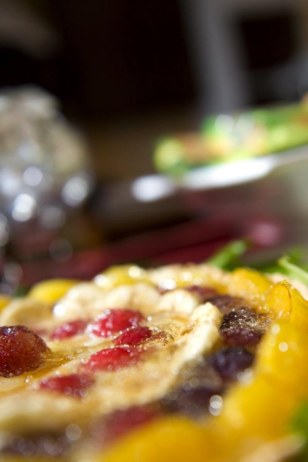 dsc_6809La colazione al B&B Nilosira è preparata giornalmente dallo chef. Ogni mattina il vostro risveglio sarà accompagnato da torte fresche fatte in casa, dolci al cucchiaio, biscotti, yogurt, succhi, oltre che alle confetture e frutta fresca del Salento.