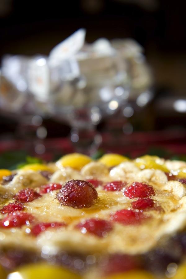 dsc_6813La colazione al B&B Nilosira è preparata giornalmente dallo chef. Ogni mattina il vostro risveglio sarà accompagnato da torte fresche fatte in casa, dolci al cucchiaio, biscotti, yogurt, succhi, oltre che alle confetture e frutta fresca del Salento.